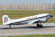 Douglas DC-3 arrived to Kobe title=