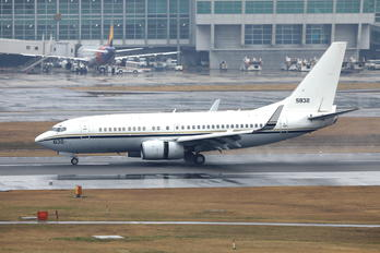 165832 - USA - Navy Boeing C-40A Clipper