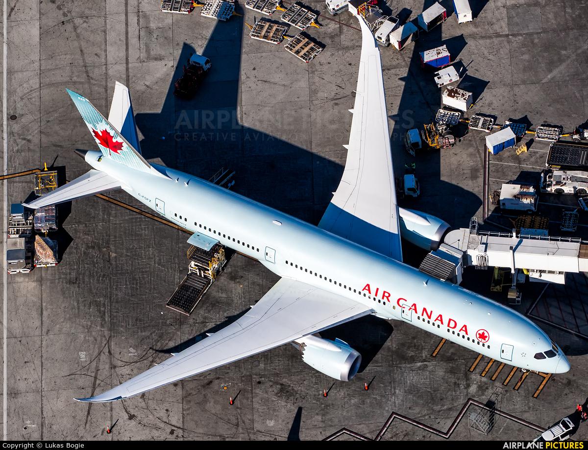 Air Canada C-FGFZ aircraft at Los Angeles Intl