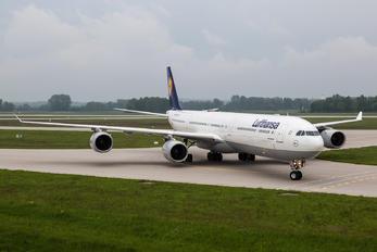 D-AIHU - Lufthansa Airbus A340-600