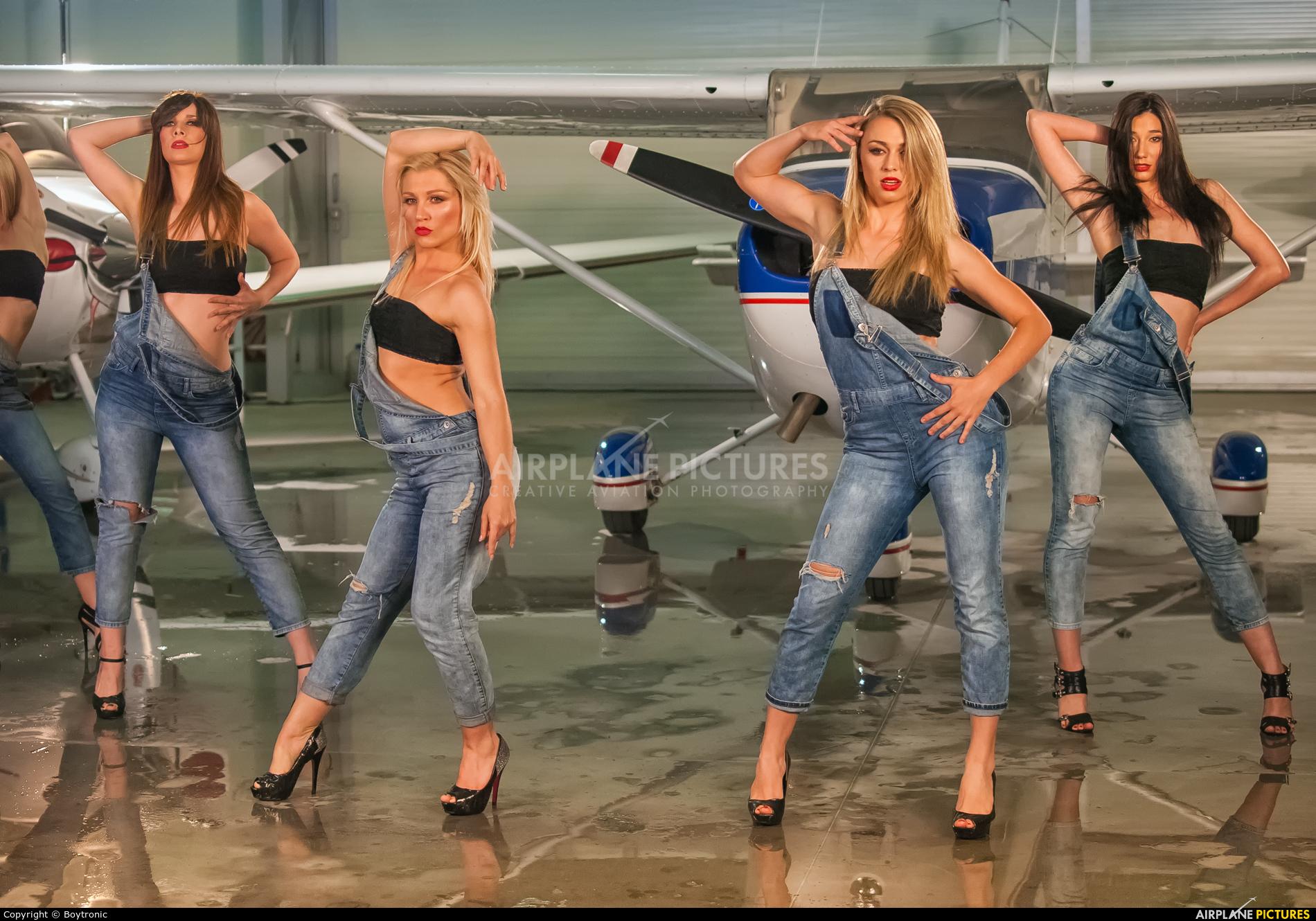 - Aviation Glamour - aircraft at Varazdin