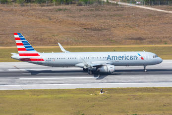 N142AN - American Airlines Airbus A321