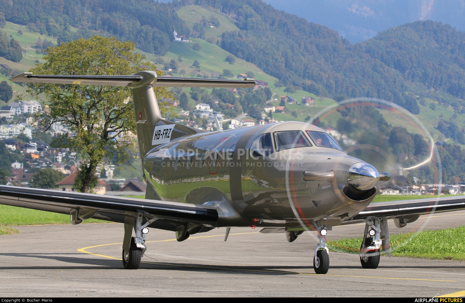 Private HB-FRZ aircraft at Buochs