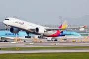 Test flight of first Asiana A350 title=