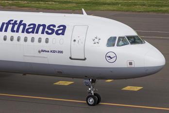 D-AIDU - Lufthansa Airbus A321