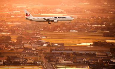 JA8988 - JAL - Japan Airlines Boeing 767-300
