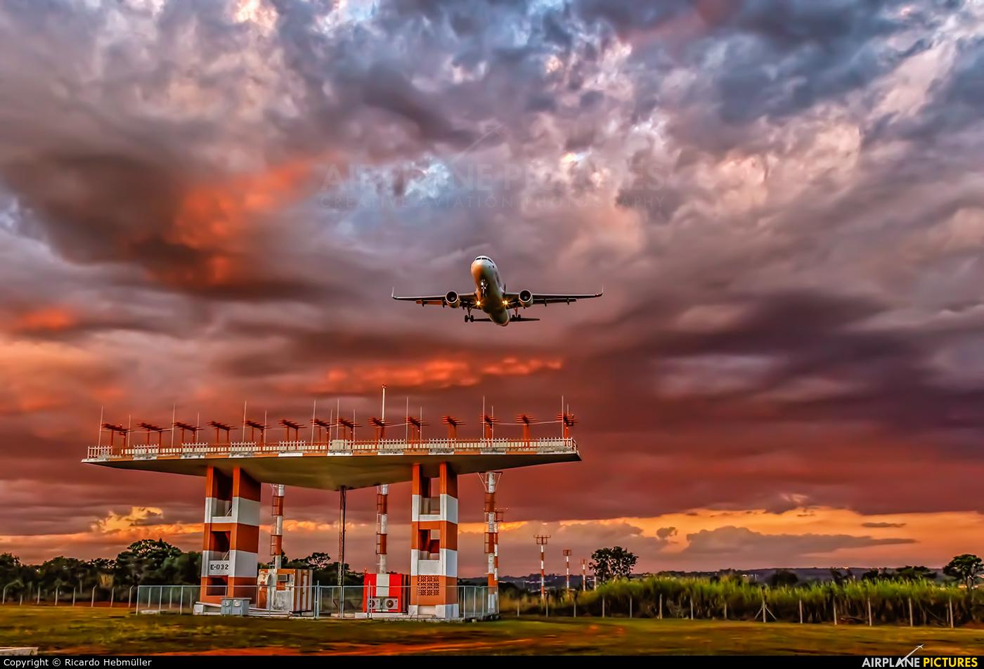 Avianca Brasil PR-OCO aircraft at Brasília - Presidente Juscelino Kubitschek Intl