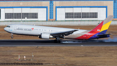 HL7514 - Asiana Airlines Boeing 767-300