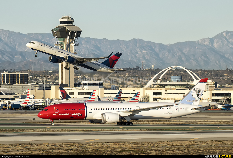 Norwegian Air International LN-LNL aircraft at Los Angeles Intl