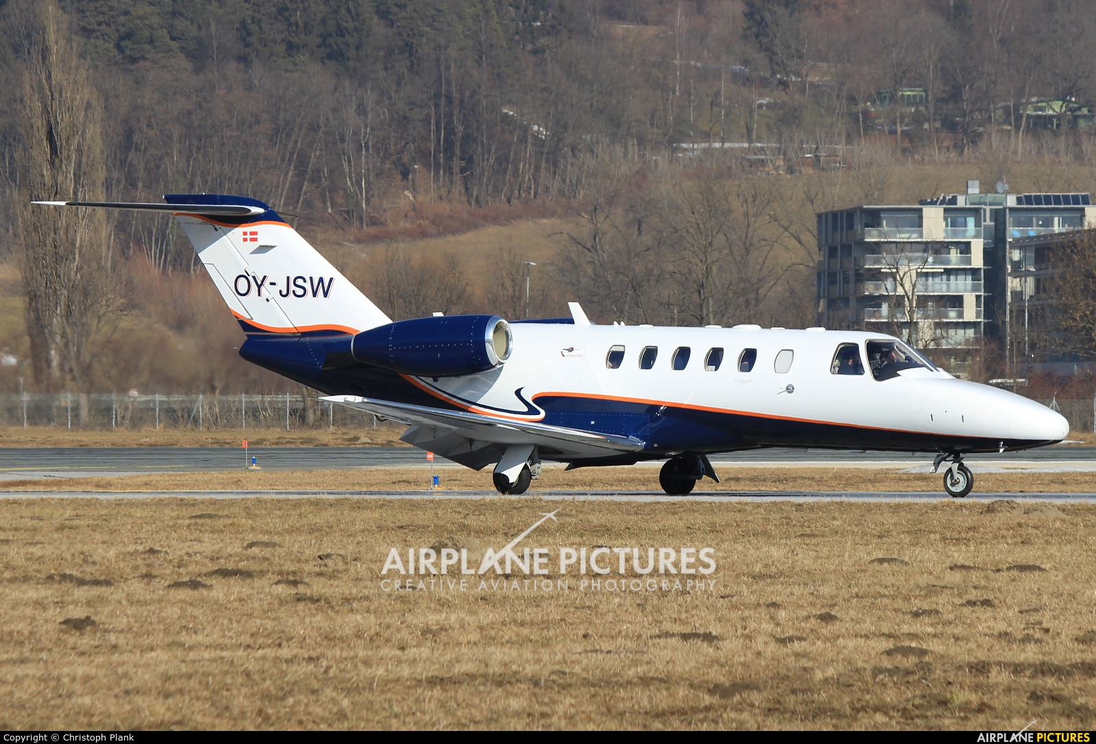 Private OY-JSW aircraft at Innsbruck