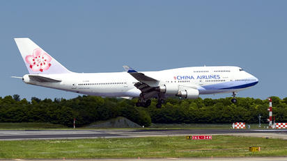 B-18208 - China Airlines Boeing 747-400