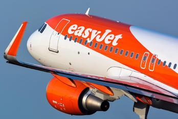 G-EZOO - easyJet Airbus A320