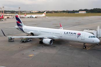 EC-BEK - LATAM Chile Airbus A321