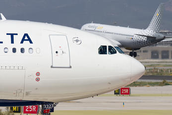 N823NW - Delta Air Lines Airbus A330-200