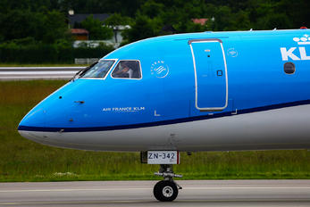 PH-EZN - KLM Cityhopper Embraer ERJ-175 (170-200)