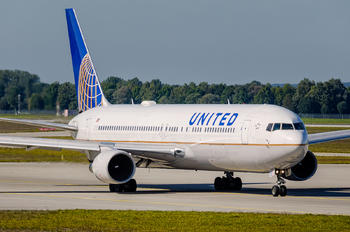 N672UA - United Airlines Boeing 767-300ER