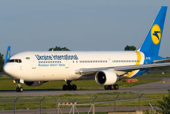 UR-GEC - Ukraine International Airlines Boeing 767-300ER