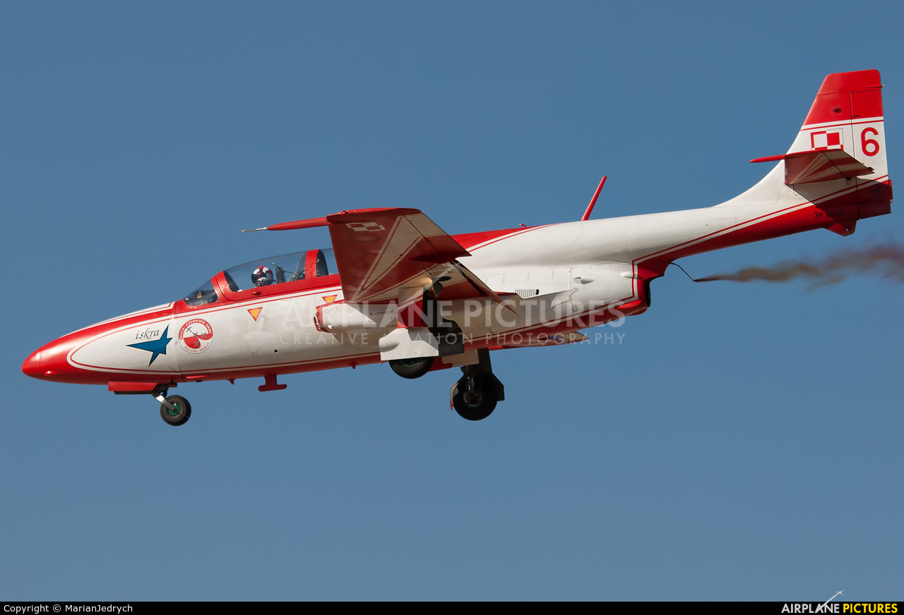 Poland - Air Force: White & Red Iskras 6 aircraft at Dęblin