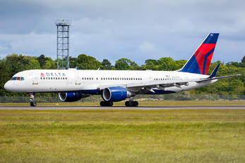 N712TW - Delta Air Lines Boeing 757-200