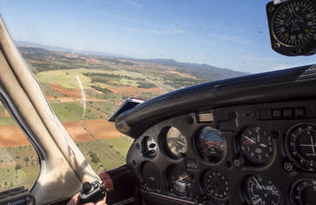 - - Private Piper PA-28 Cherokee