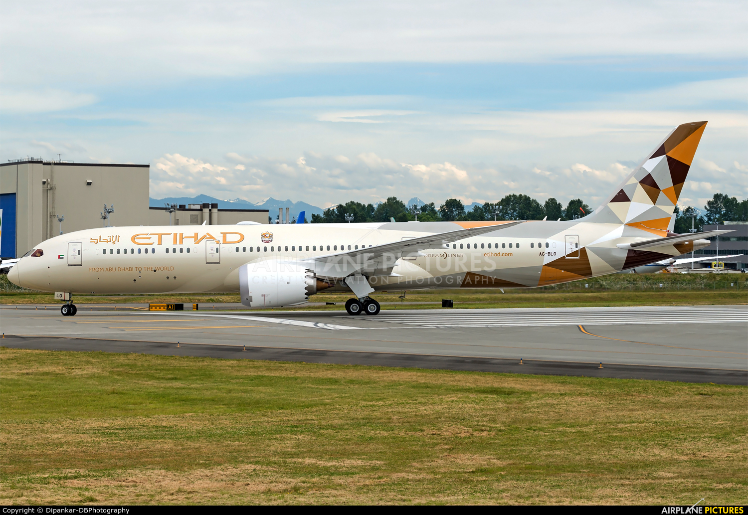 Etihad Airways A6-BLO aircraft at Everett - Snohomish County / Paine Field