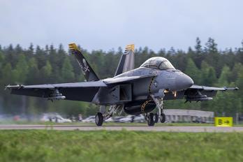 168493 - USA - Navy McDonnell Douglas F/A-18F Super Hornet