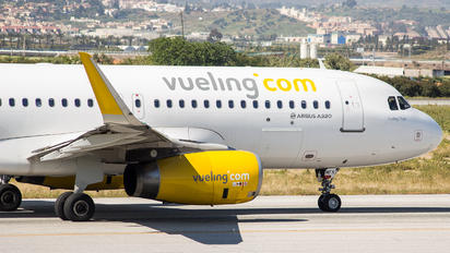 EC-MFK - Vueling Airlines Airbus A320
