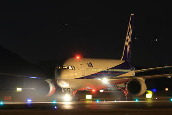 JA8289 - ANA - All Nippon Airways Boeing 767-300