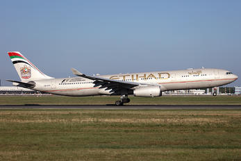 A6-AFB - Etihad Airways Airbus A330-300