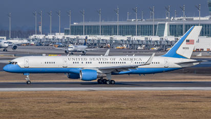 90003 - USA - Government Boeing 757-200WL