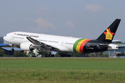 New livery of Zimbabwe Airways on B777 title=