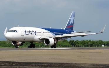CC-BFI - LAN Airlines Airbus A320