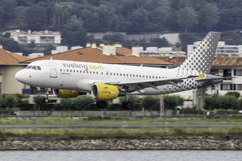 EC-MKV - Vueling Airlines Airbus A319