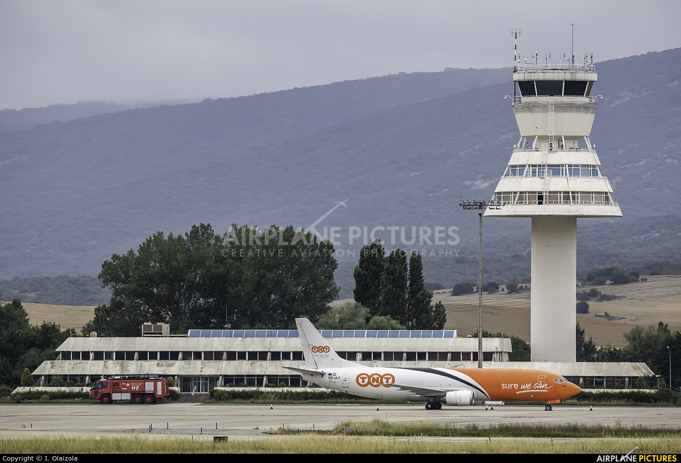 - Airport Overview - aircraft at Vitoria