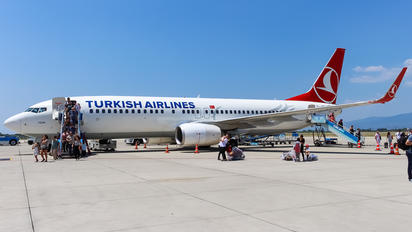 TC-JGR - Turkish Airlines Boeing 737-800