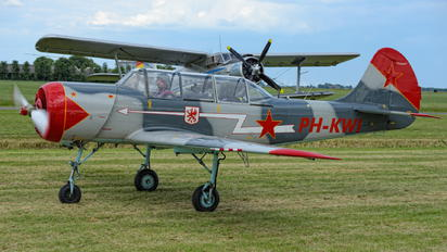 PH-KWI - Private Yakovlev Yak-52