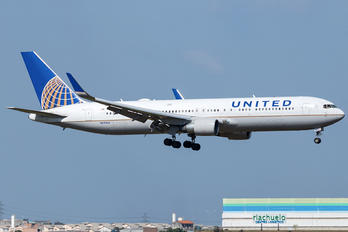 N670UA - United Airlines Boeing 767-300ER