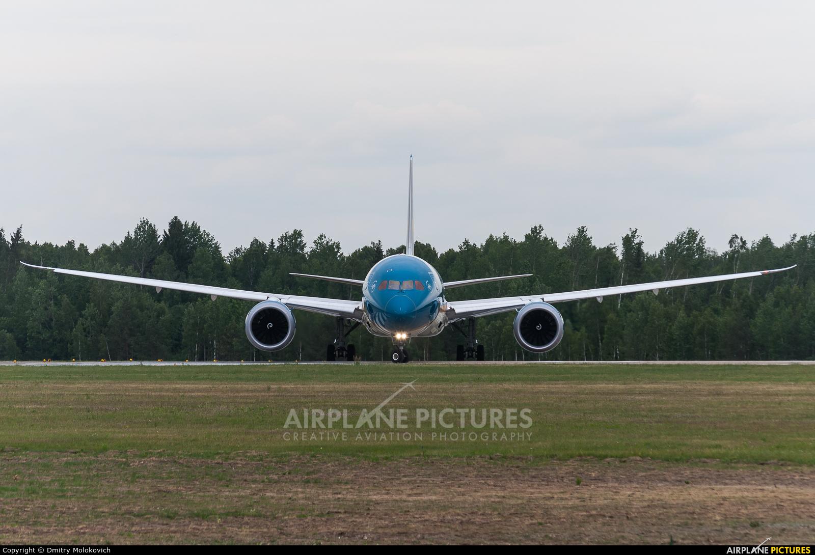 Vietnam Airlines VN-A868 aircraft at Minsk Intl