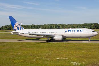 N647UA - United Airlines Boeing 767-300ER