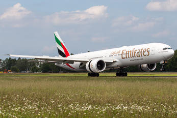 A6-EGU - Emirates Airlines Boeing 777-300ER