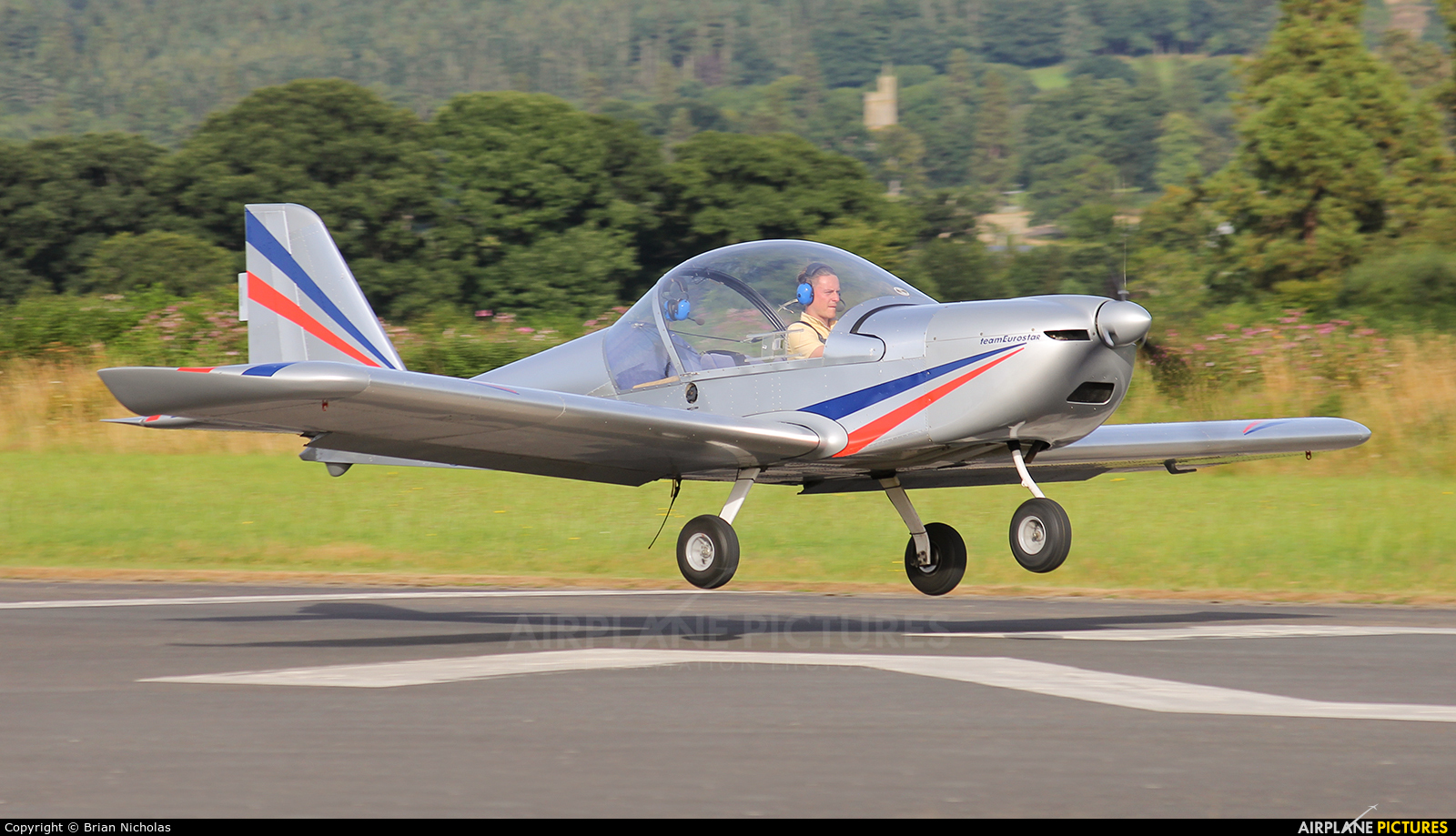 Private G-CEYY aircraft at Welshpool