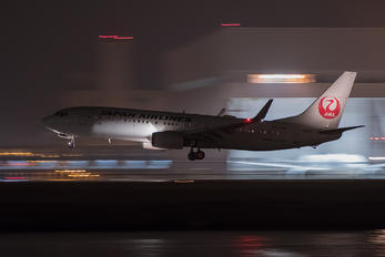 JA311J - JAL - Japan Airlines Boeing 737-800