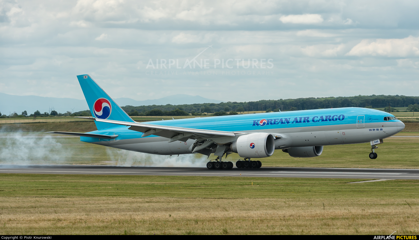 Korean Air Cargo HL8046 aircraft at Vienna - Schwechat