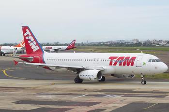 PR-MBQ - TAM Airbus A320