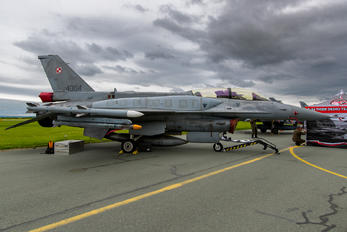 4084 - Poland - Air Force Lockheed Martin F-16D block 52+Jastrząb