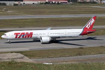 PT-MUG - TAM Boeing 777-300ER