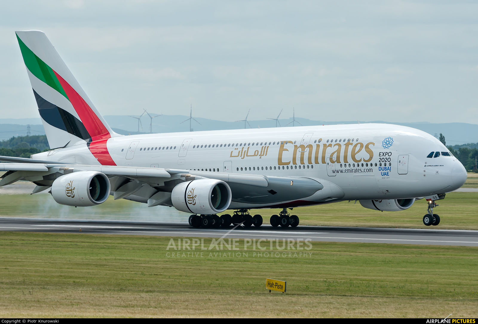 Emirates Airlines A6-EOO aircraft at Vienna - Schwechat