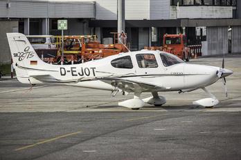 D-EJOT - Private Cirrus SR22