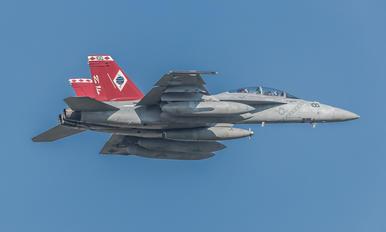 166915 - USA - Navy Boeing F/A-18F Super Hornet