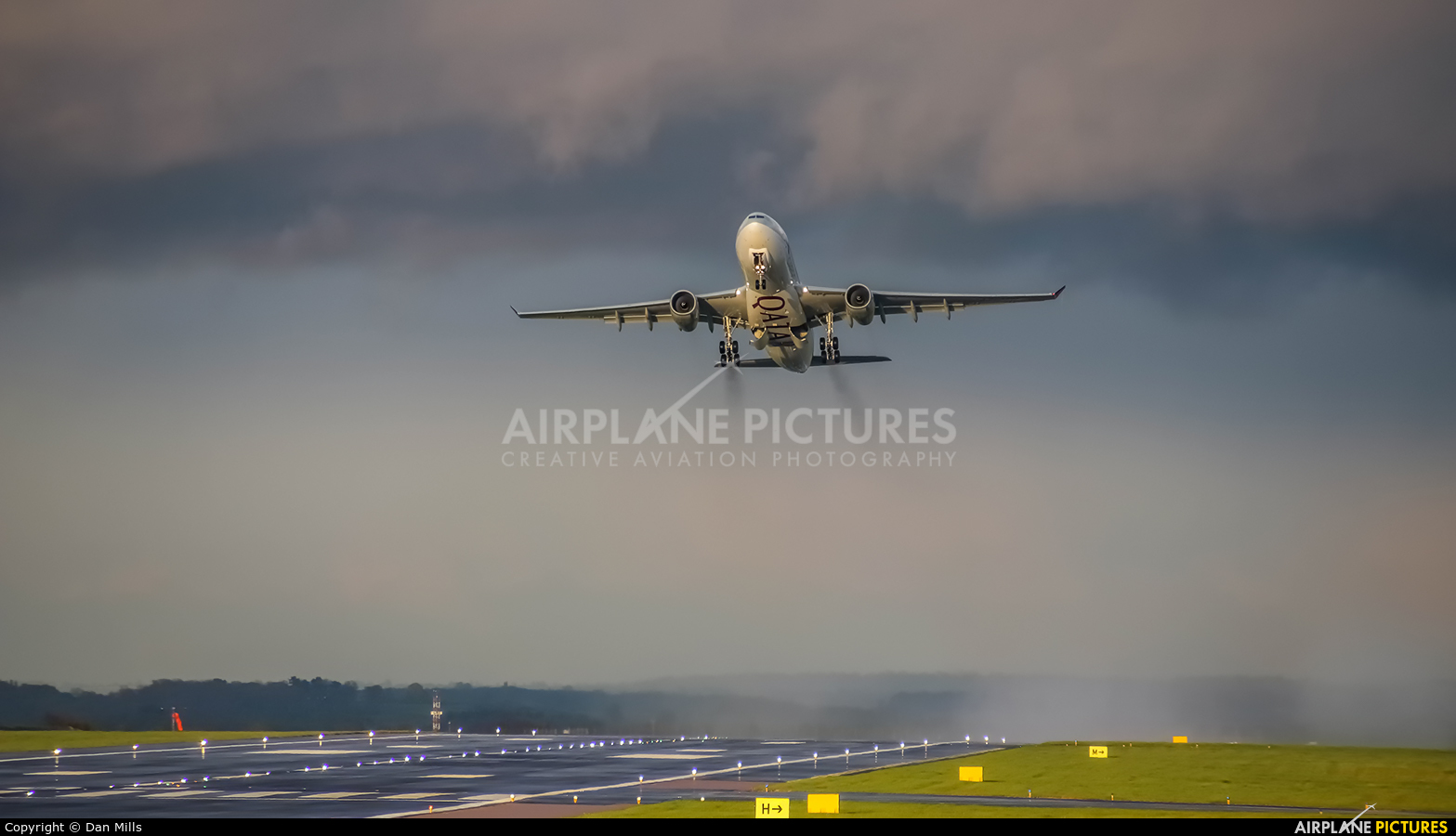 - Airport Overview  aircraft at East Midlands